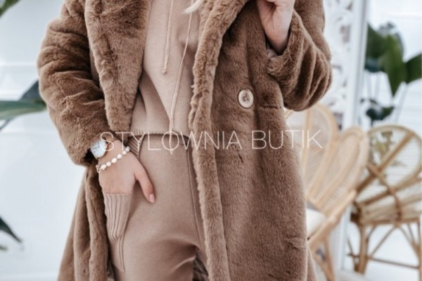 Płaszcze i szale w dobrym stylu