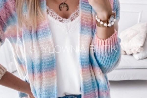 Lekkie swetry w sam raz na pierwsze wiosenne dni